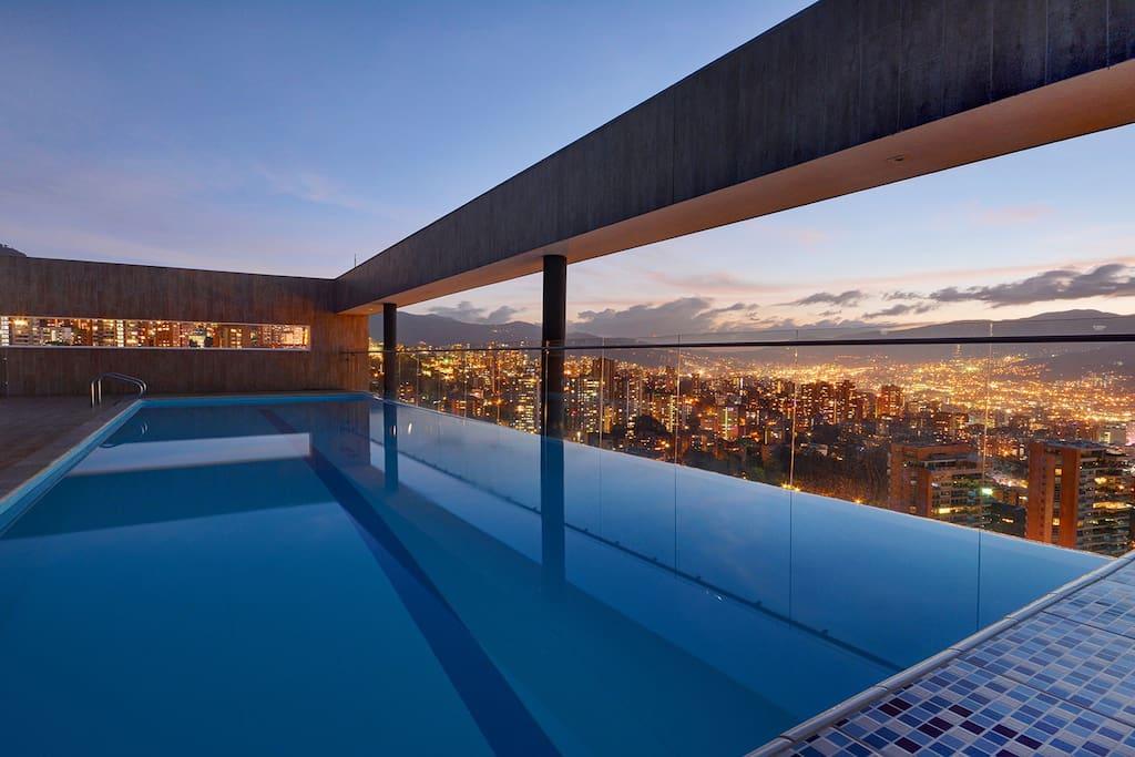 Stunning condominium in El Poblado - Medellin(1 ...