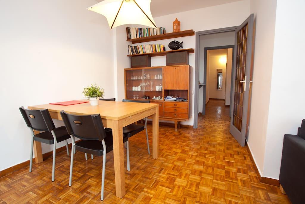 Piso barato y luminoso terraza sants 6 pers - Amueblar piso entero barato ...