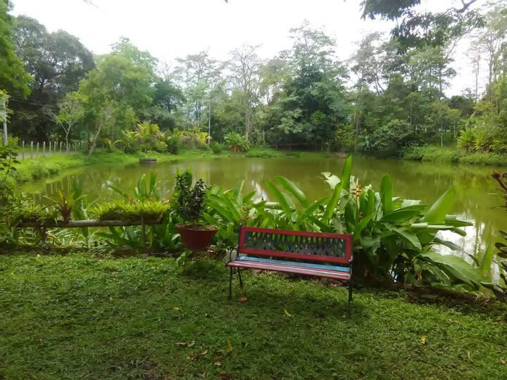 Laguna natural en el corazón de Cundinamarca.