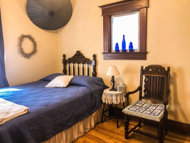Comfy Room w Queen Bed in Charming Historic Home