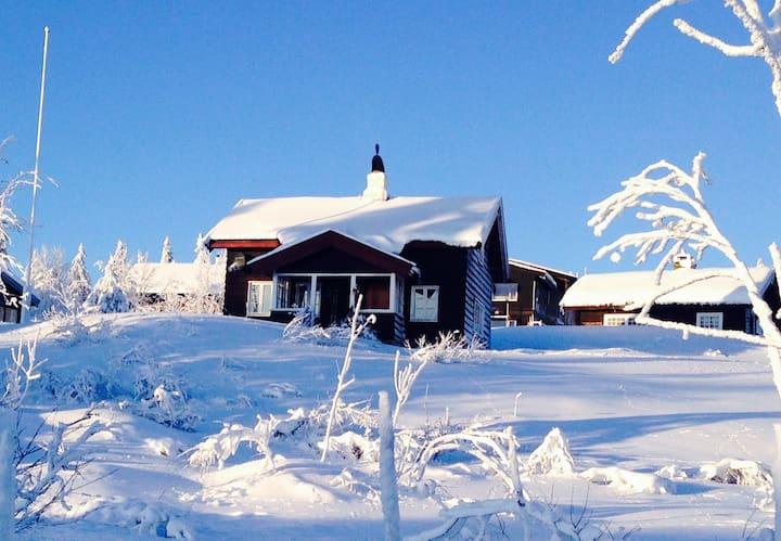 Koselig tømmerhytte i Sjusjøen sentrum