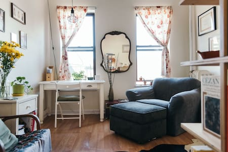 Sunny, Cheerful Room in Brooklyn - Brooklyn - Apartment
