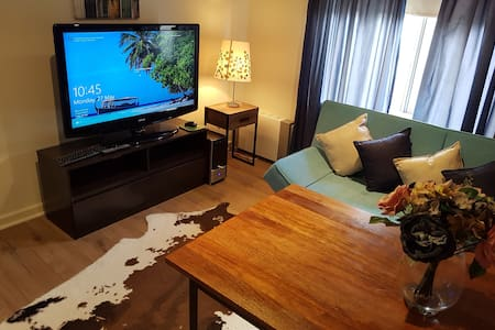New Apartment, Spa, 5 min to CBD, Netflix ,WiFi!!