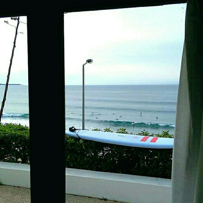 Vê o surf da janela // check the surf from the bed :)