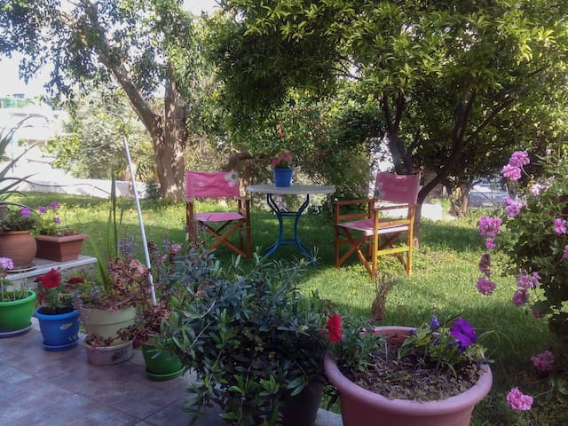Cosy studio with garden near the sea