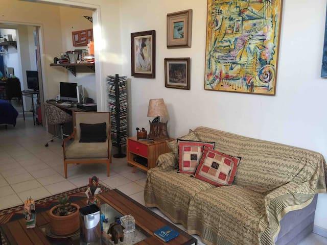 Casa no Centro de Ribeirão e perto de tudo.