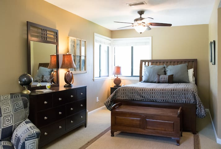 Private Queen BDRM & Large Upstairs-Woodlands, Tx - Spring - Appartement