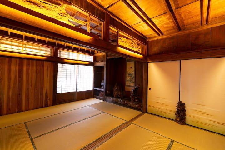 屋久杉楼 七福(屋久杉の天井が見事な2階の畳のお部屋)