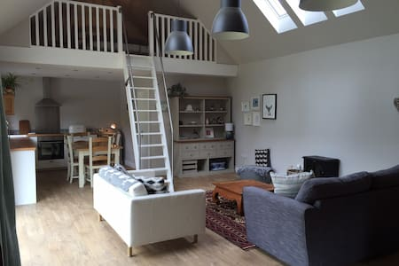 Beautiful Scandi style cottage close to Edinburgh - Nine Mile Burn