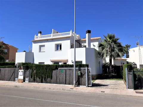 Holiday villa on the beach in Oliva Nova (Spain)