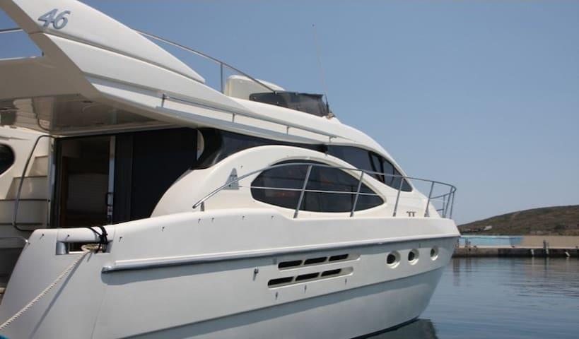 Luxury Yacht Vouliagmeni