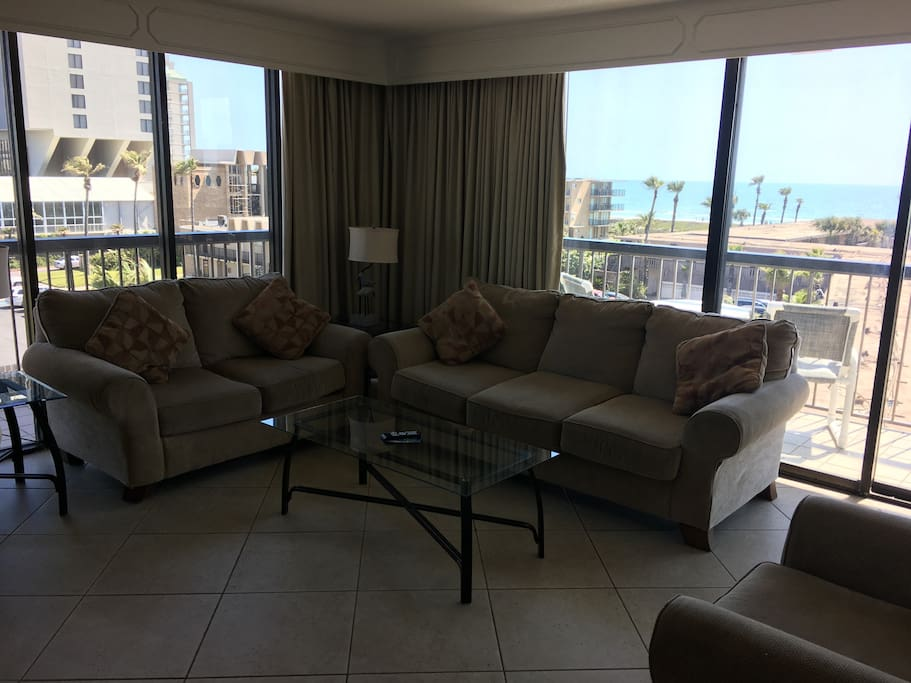 Living room with view to beach and the bay