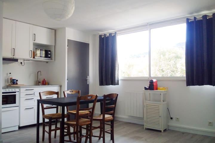 Petit appartement dans maison cadre privilégié