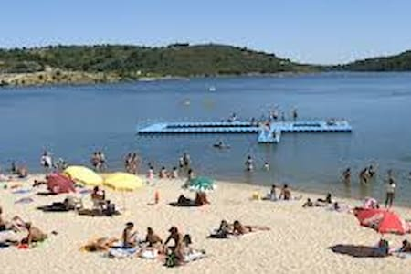 maison t2 à 9 minute du lacs de Albufeira de Azibo