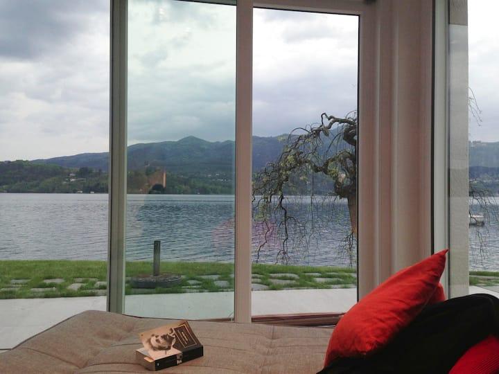 ∞VILLA VOLPE∞ DesignCube in Orta's Lake waterfront
