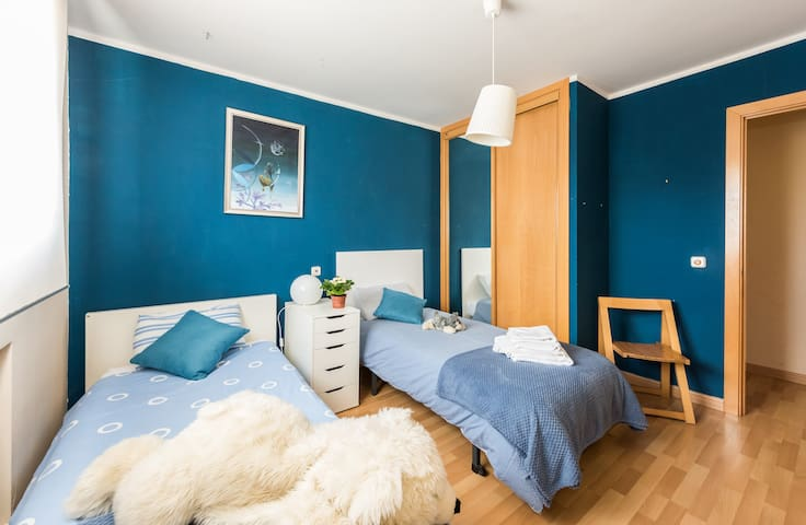 La habitación azul (2 camas individuales)