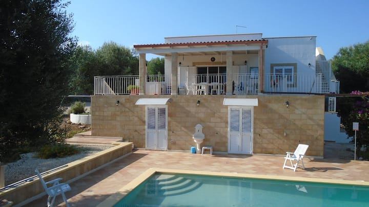 Villa with swimming pool & sea view