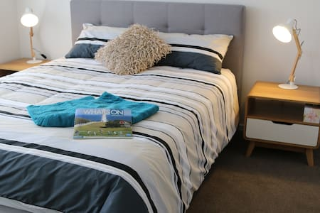 Private room with ensuite bathroom and wi-fi - Whittington