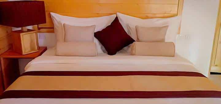 Set in trincomalee 3km this from fortderick Rooms with free wife featuring a garden, the property is locked with in 3.5 km of koneswaram temple. Staff on side can arrange airport transfer.   At the hotel, all rooms have a private bathrooms