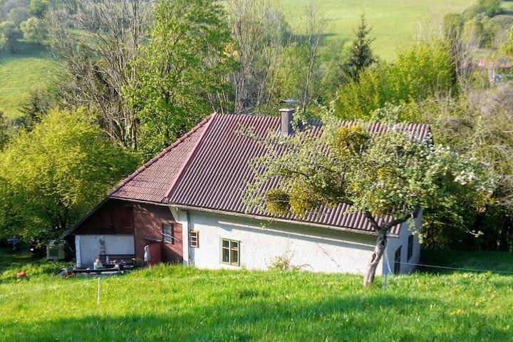 Kleines Landhaus - idyllische Auszeit im Grünen