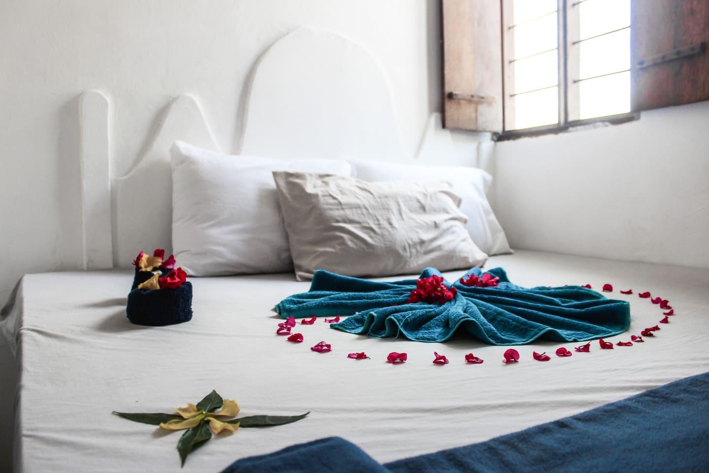 Kingsize bed Village Apartment Zanzibar  - Paje