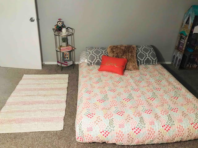 Pink private room in 2 bedroom apartment