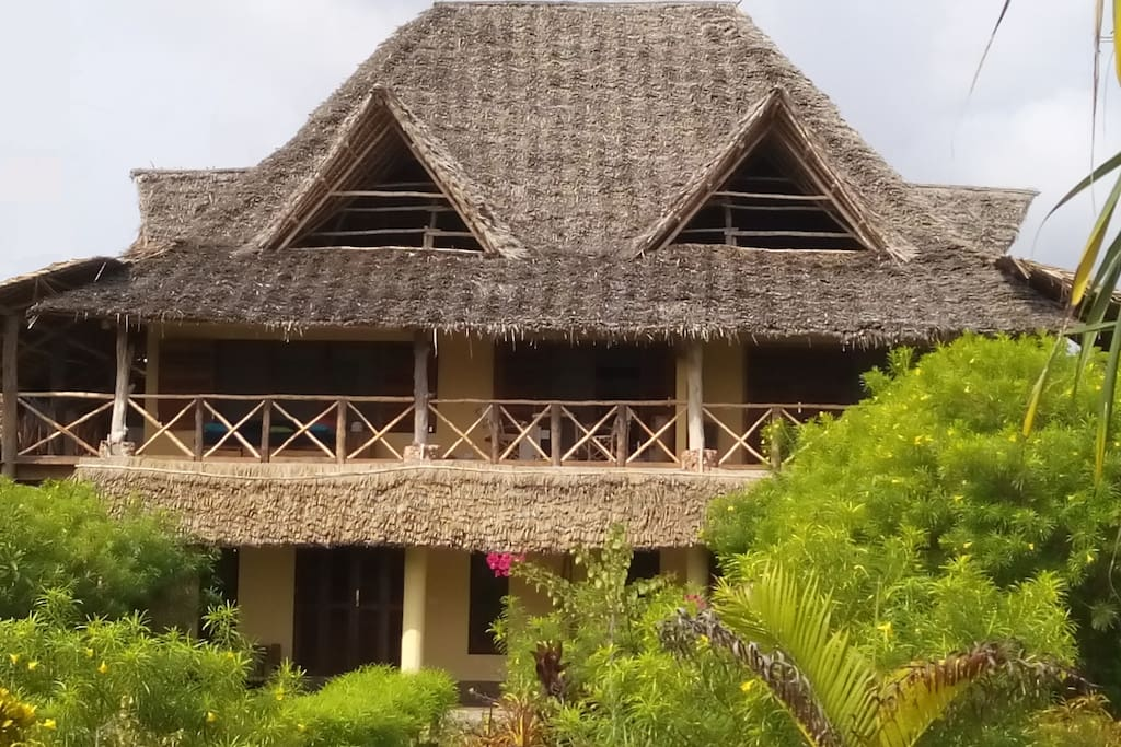HOUSE FRONT VIEW