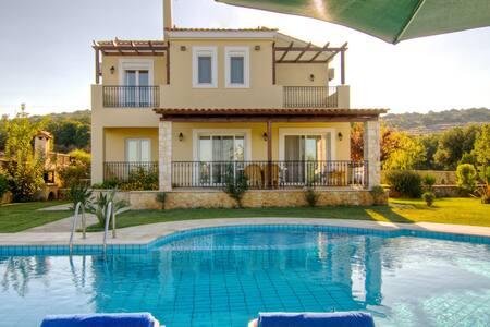 Villa DAFNI - Gerani Villas with private pool - Gerani