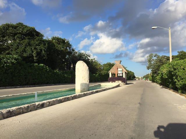Ave. Delfín... entrada hacia Palma Grand