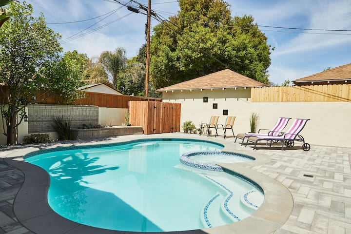 *DESIGNER Studio City Pool house* Best area of LA!