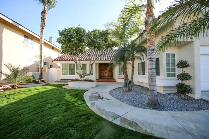 Beautiful Fountain Valley Vacation Home