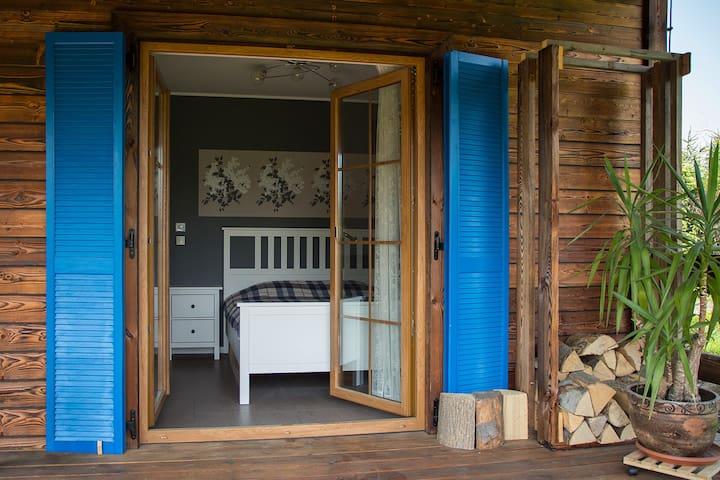 Sypialnia z wyjściem na taras
