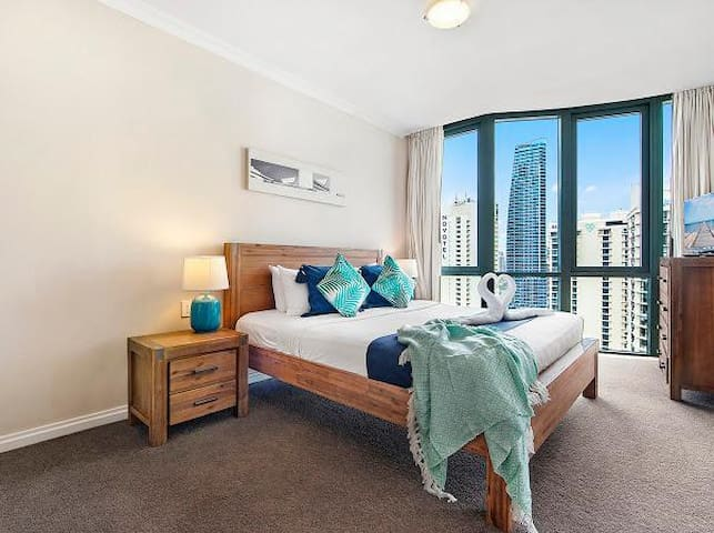 Main Bedroom with stunning city view