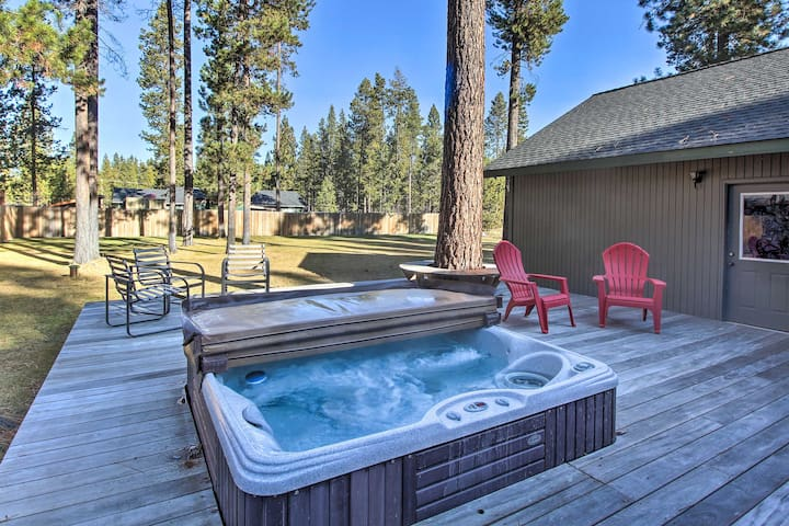 NEW! Year-Round Peaceful Bend Retreat w/ Hot Tub