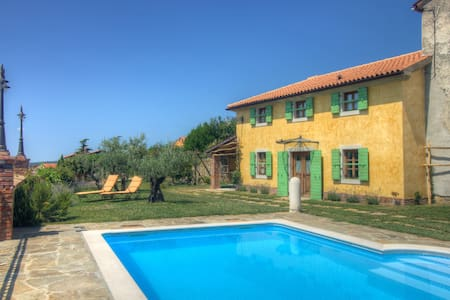 Traditional Istrian villa with a pool. - Lopar