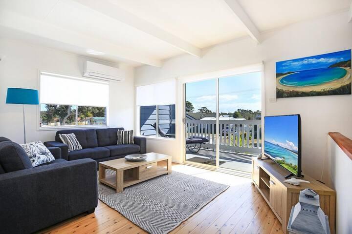Lazy Days Beach House, Jervis Bay - Pet Friendly