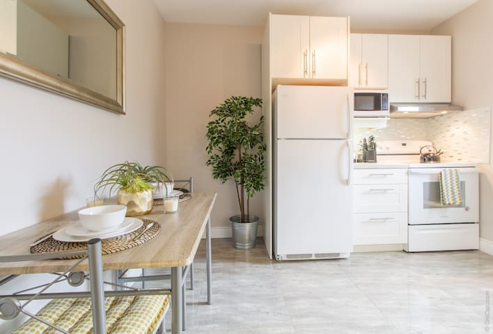 Lovely Little Italy 1 Bedroom with Patio