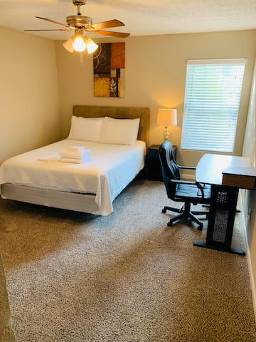 Guest Bedroom. Comfy Queen Size Bed with Desk! Need to Work from Home? No Problem!