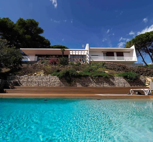 Exclusive villa with infinity pool