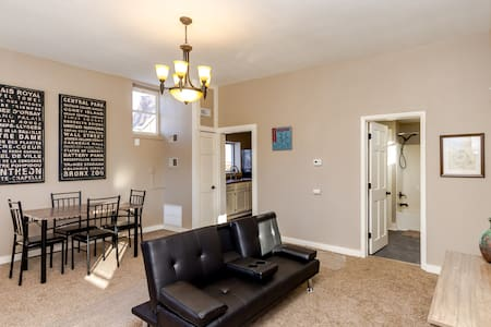 Cute home minutes walking distance to Downtown DSM