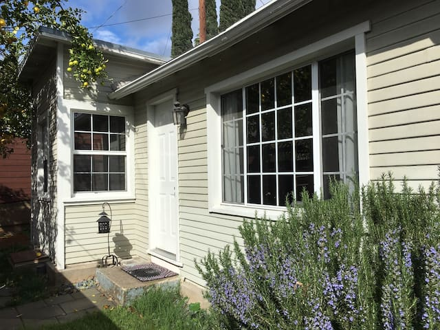 Completely Remodeled 1922 Bungalow Guest House