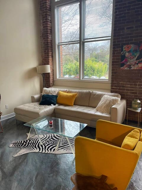 Industrial condo 5 min drive from Uptown Charlotte