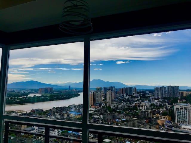 水云间31楼 高层江景 隔江900米 环保装修 全套北欧家具 窗外远眺金顶 楼下著名美食荟萃