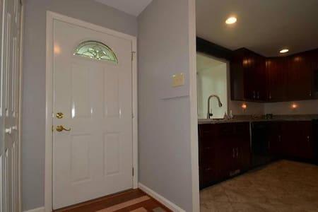 cozy room in a quiet neighborhood in Columbia MD - Columbia