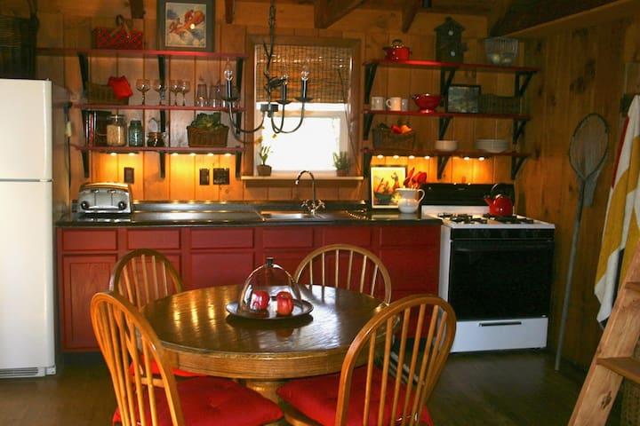 Lakeside Cottage on Great East Lake - Smoke Free