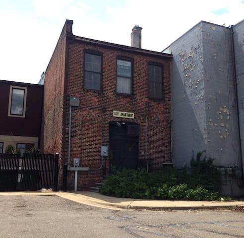Historic Loft on Michigan Avenue - Wayne - Loteng Studio