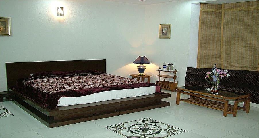 Drive Inn- Memories box - Ghaziabad - Apartment
