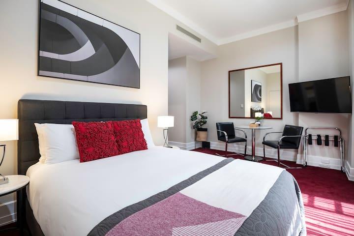 LUXURY-stylish Hotel studio - 3 mins to Sky Tower