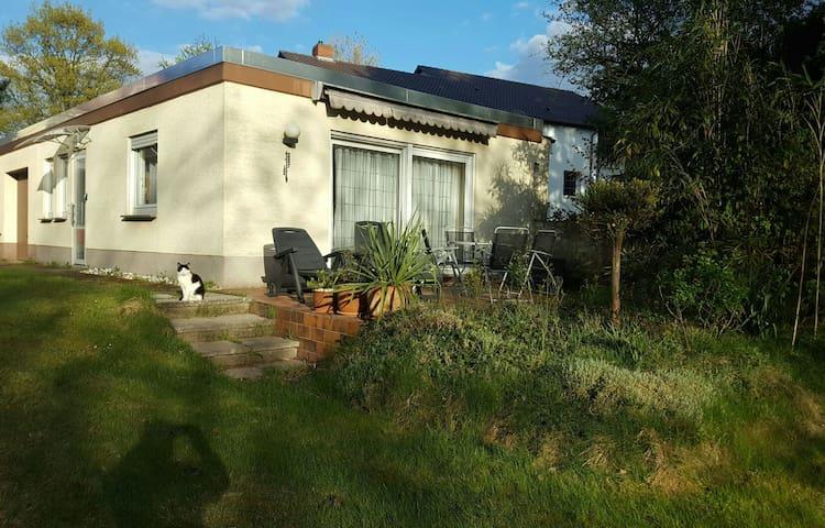 Freistehender Bungalow im Grünen (2.000 qm Garten) - Darmstadt - Dům