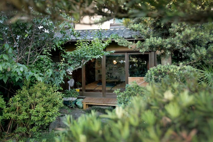 Old & new and has a magical garden! 日本なのに洋を感じる家。 - Nishio - Dom